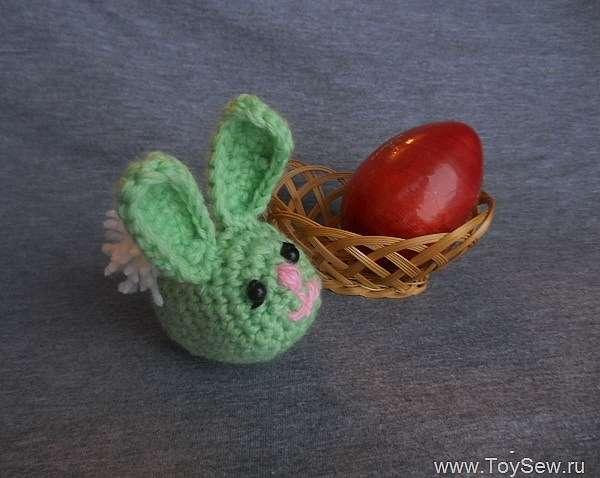 Вяжем пасхального зайца крючком