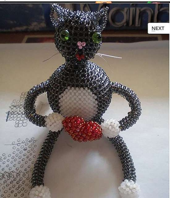Как сплести из бисера котенка