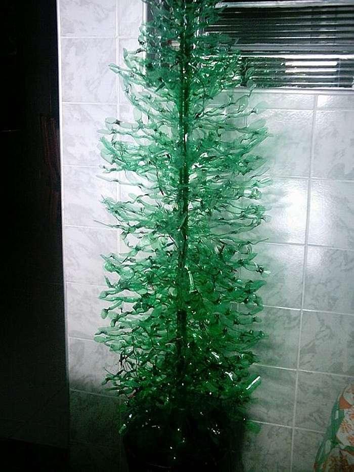 Новогодняя елка из пластиковых бутылок