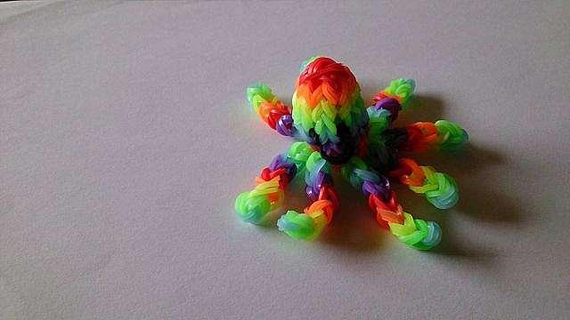 Плетение из резинок фигурки на станке рейнбоу