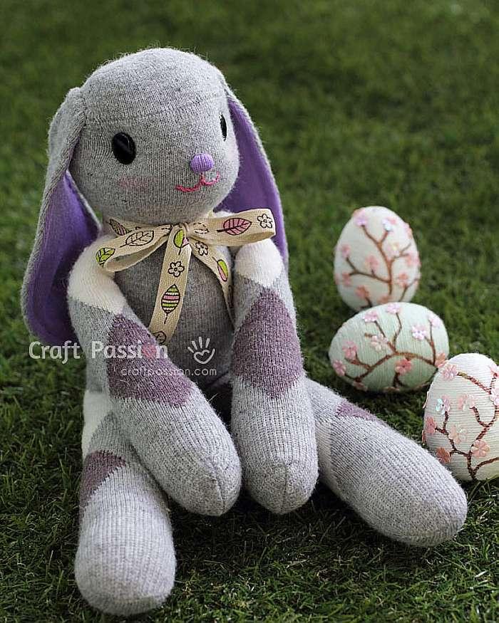 Пасхальные кролики из носков