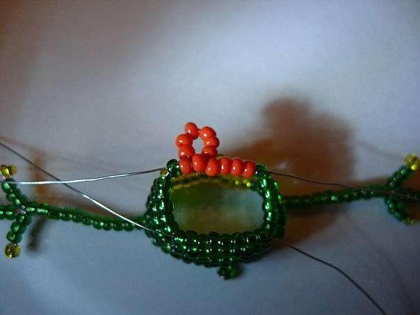 Делаем лягушку из бисера