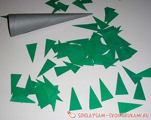 Пушистая елочка из бумаги