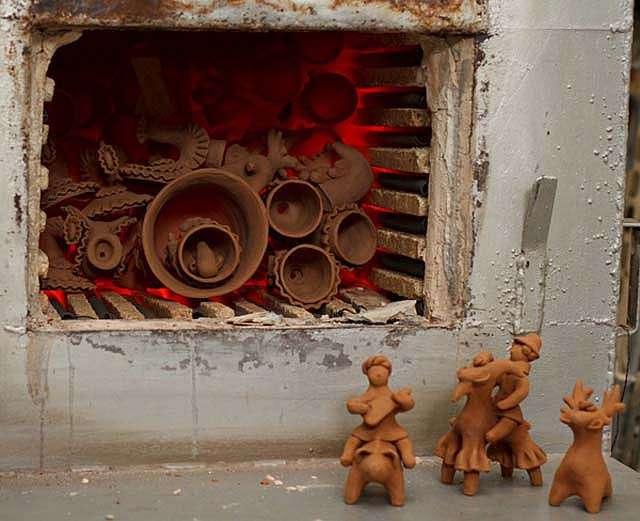 Лепим дымковскую игрушку: барыня, барышня и лошадка