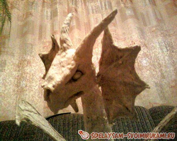 Дракон из монтажной пены