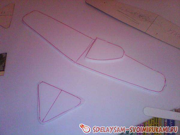 Планеры белокрылые, самолётик из потолочной плитки