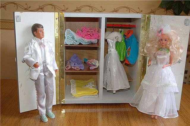 Как сделать кукольный шкаф своими руками