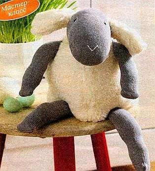 Мастер класс: делаем овечку из старых носков