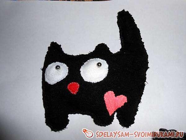 Котёнок с бантиком и сердечком