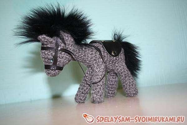 Вязаная лошадка