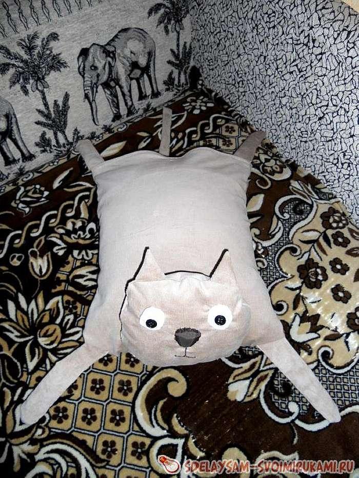 Кот-подушка