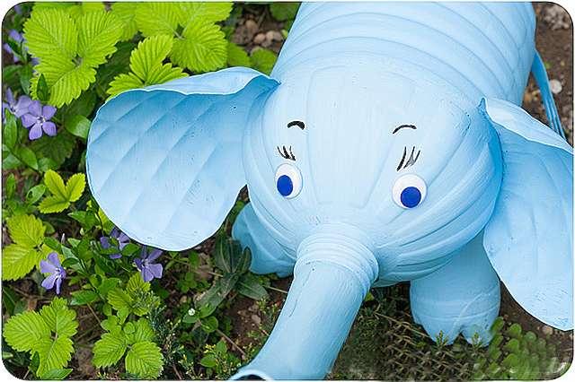 Как сделать из пластиковых бутылок слона своими руками