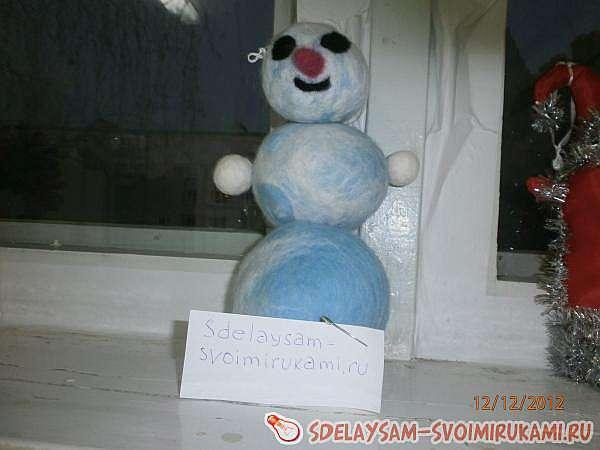 Снеговик из шерсти сделанный методом фильцевания