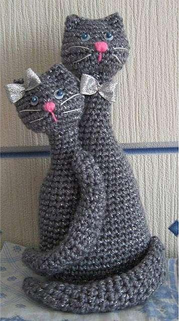 Сердце-кот и коты-неразлучники крючком