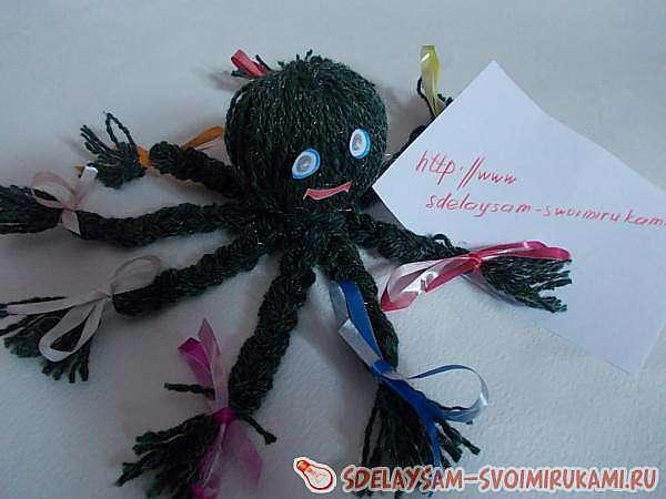 Осьминог из ниток для вязания