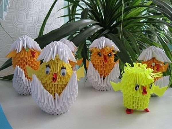 Цыпленок из бумаги в технике модульное оригами
