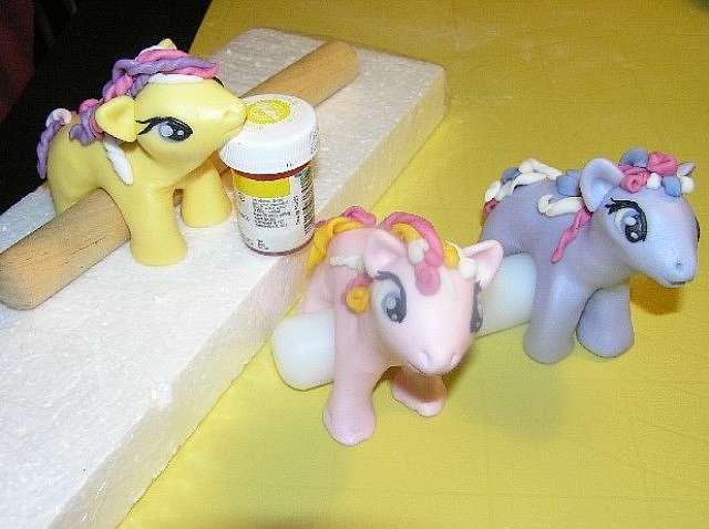 Как слепить пони из глины или мастики