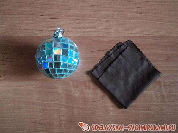 Мастер-класс по созданию новогодней игрушки, шар из компакт-дисков.