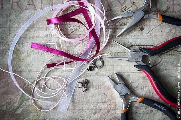 Мастер-класс: вышивка бисером кулона в виде простого цветка