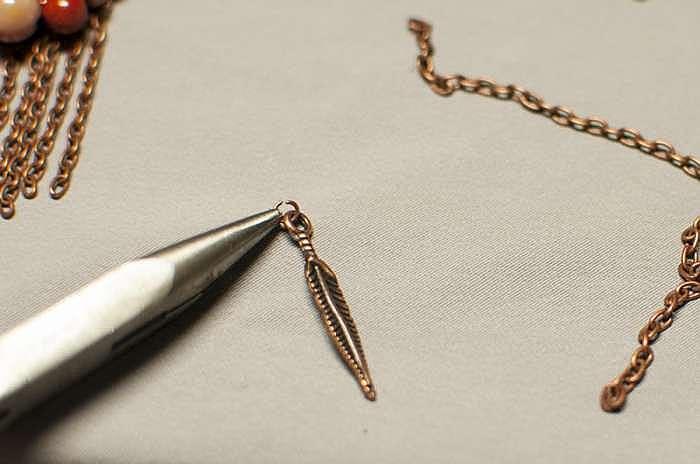 Создаем простые, но интересные серьги в технике вышивки бисером