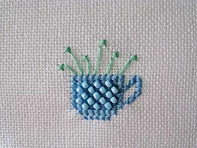 Чашка с цветами. Свободная вышивка.