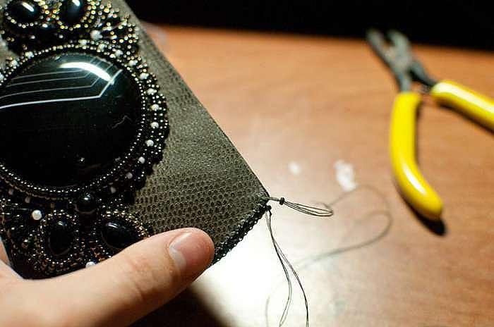 Мастерим чехол для телефона. Часть вторая: создание и украшение чехла