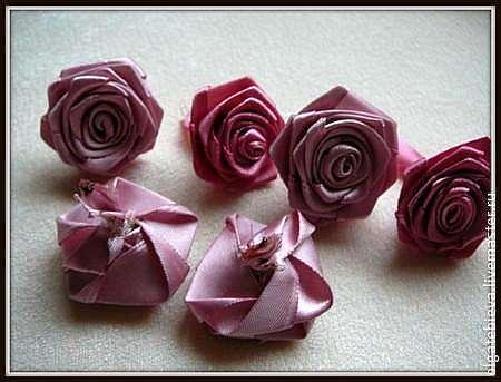 Новогодний шар из атласных роз