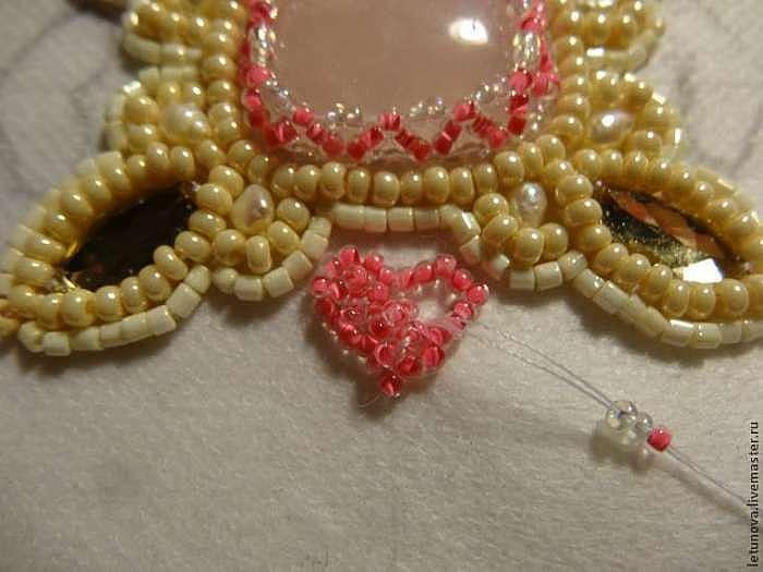 """Брошь-валентинка из бисера и лент 3 в 1: любовный талисман """"Ключик к моему сердцу"""""""
