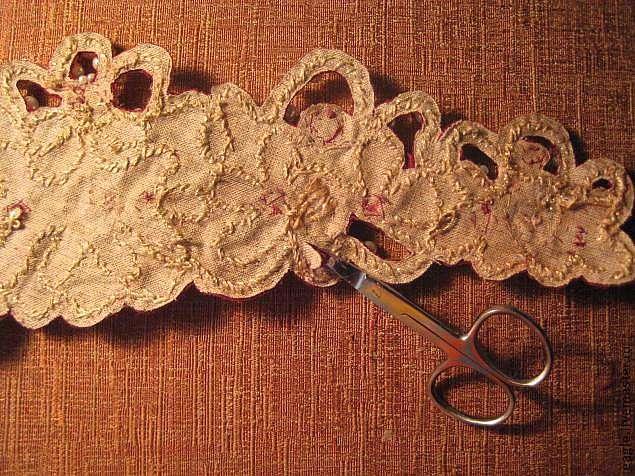 Коруна в технике прорезного шитья и сажения жемчуга по бели