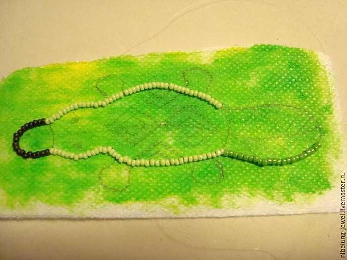 Вышиваем бисером брошку «Утконос» в этническом стиле