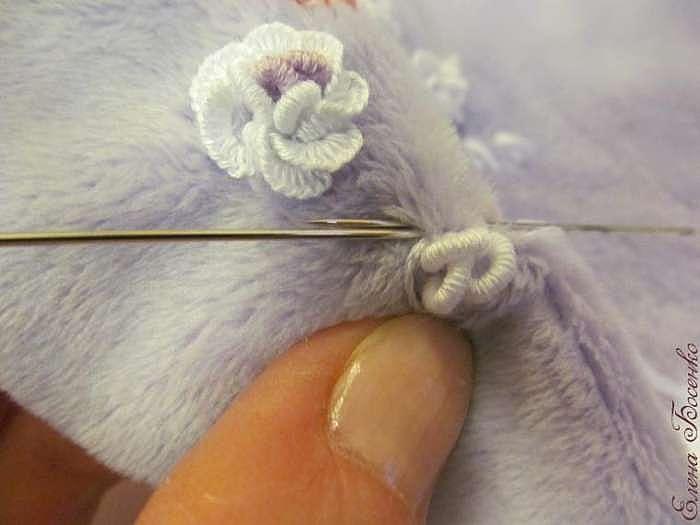 Вышиваем розочку на плюше. Часть 2