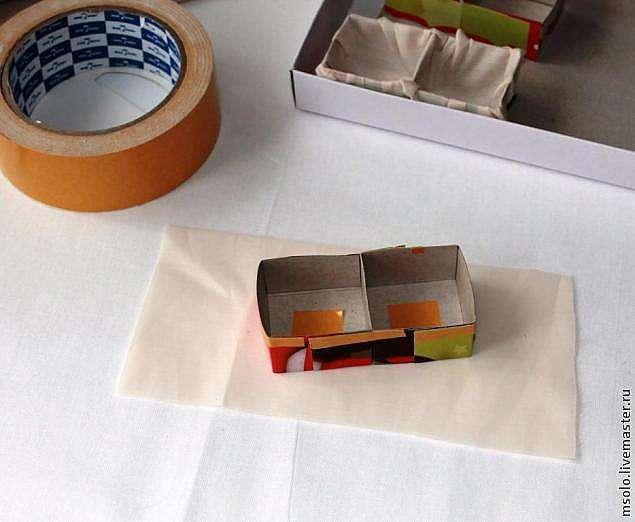 Палитра для бисера из коробки из под шоколадных конфет.