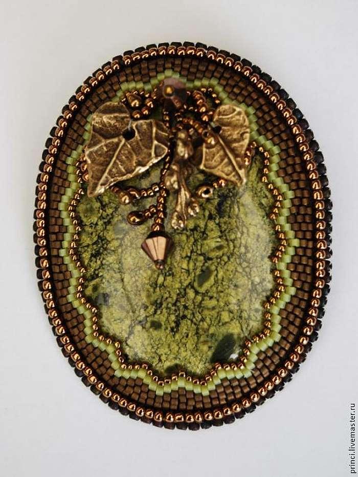 Оформление зубчатого края при обшивке кабошона бисером