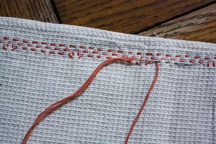 Осваиваем технику «шведское плетение»: делаем вышивку на полотенце