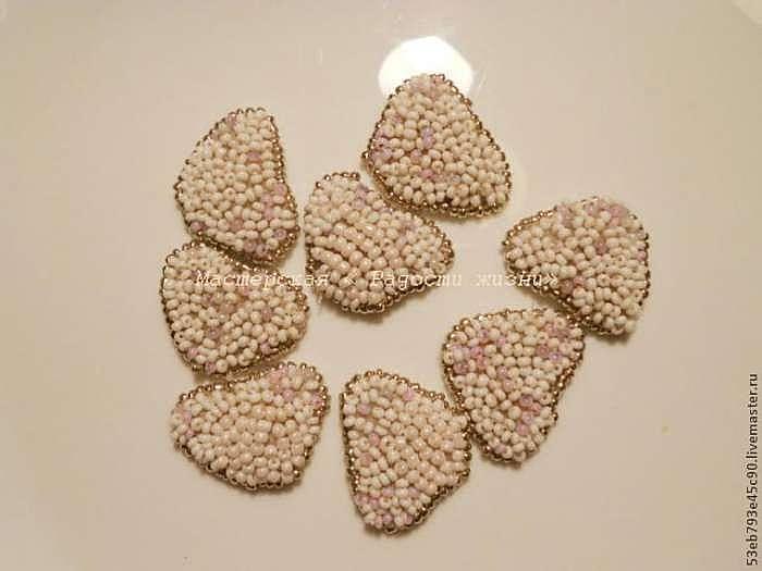 Вышиваем бисером: создаем брошь-цветок из отдельных элементов