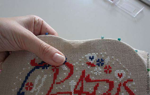 Натяжка вышивки методом обшивания