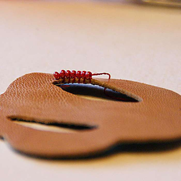 Создаем кожаный ободок с вышитым бисером цветком