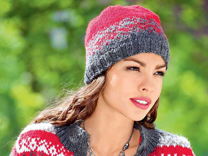 Женская шапка с жаккардовым узором