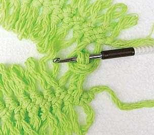 Топ, связанный на вилке и крючком