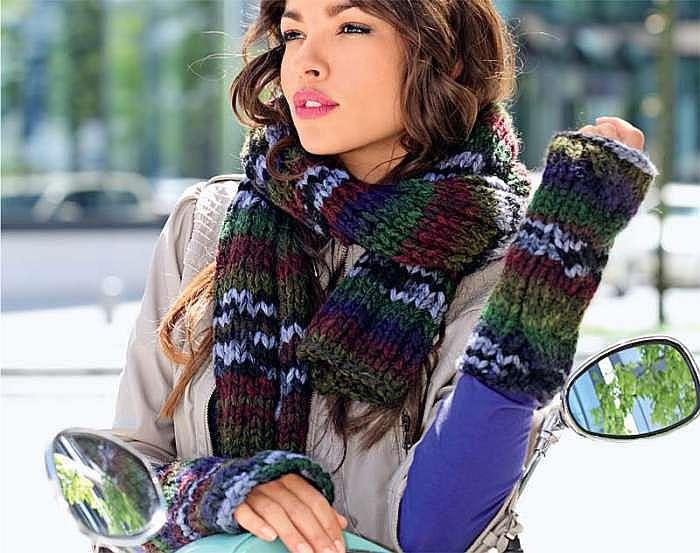 Комплект из шарфа и митенок