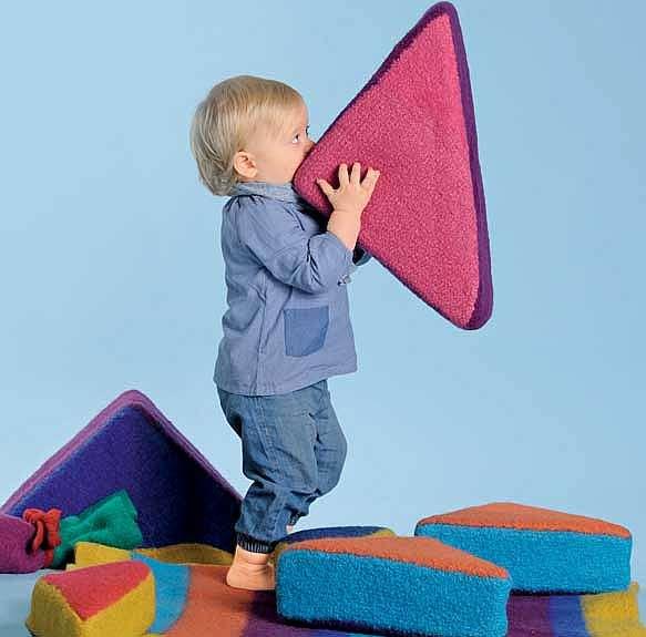 Войлочные подушки-треугольники