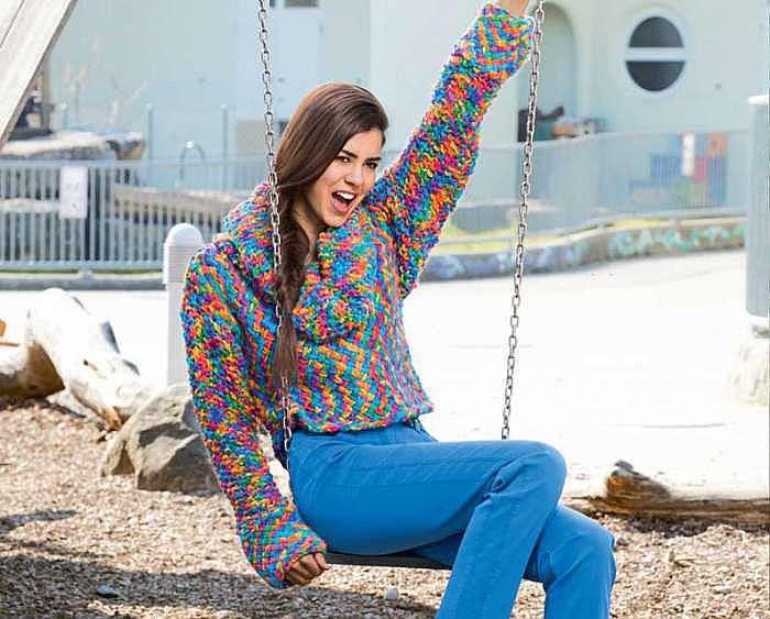 Укороченный свитер с широким воротом