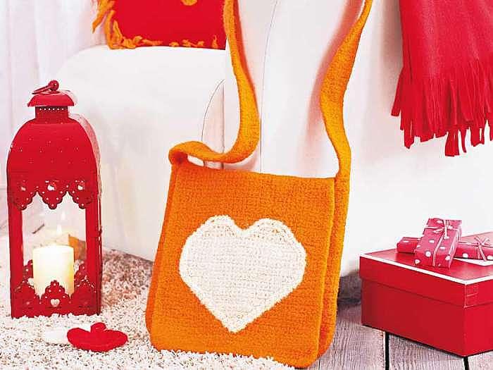 Свалянная сумка с сердечком