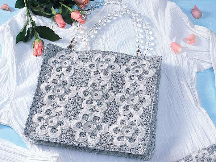 Вечерняя сумочка с белыми цветами