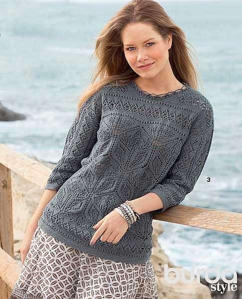 Пуловер с ажурными цветами