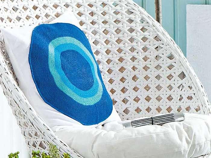 Подушка с круглым мотивом
