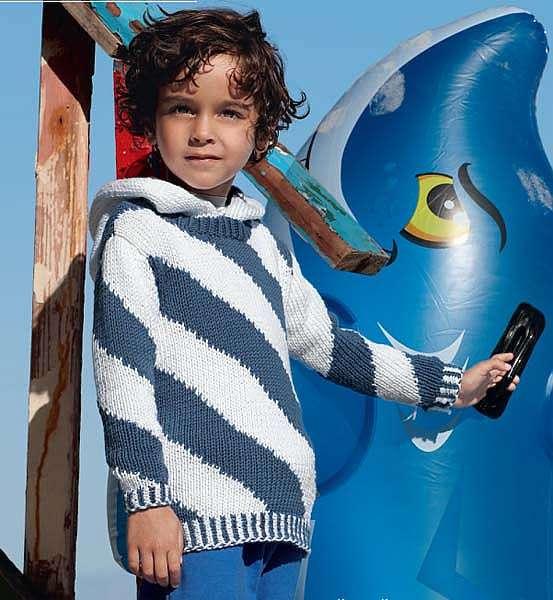 Пуловер со спиральными узорами