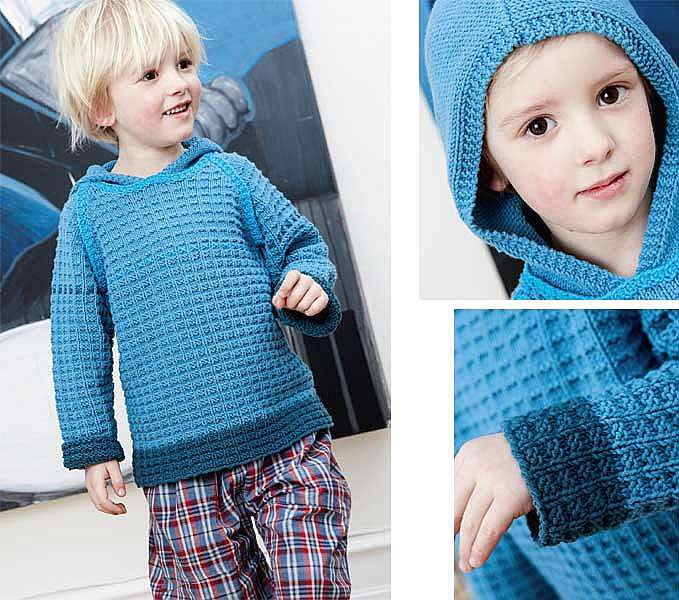 Пуловер в синих тонах с капюшоном