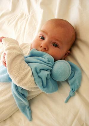 Малыш с комфортером
