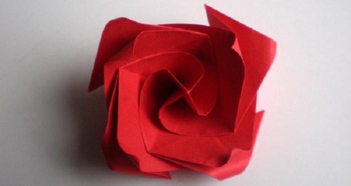 Готовое оригами Роза из бумаги